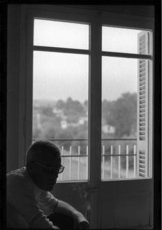 Gabriel Ferrater al seu pis de Sant Cugat el 1972.