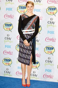 Shailene Woodley wowed in a mixed print Peter Pilotto dress with a faux wrap top and a side slit skirt, paired with Kurt Geiger shoes at the 2014 Teen Choice Awards.