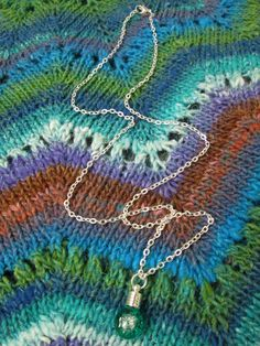 Glitter Liquid Necklace Small Green Globe