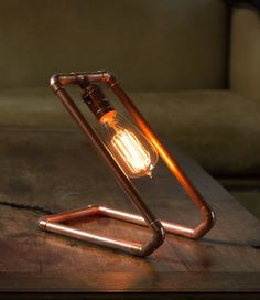 diy Lamp design - How to Make a Custom Copper Pipe Lamp Copper Lamps, Copper Decor, Copper Pipes, Copper Crafts, Copper Art, Luminaire Original, Lampe Tube, Pipe Lighting, Lighting Design