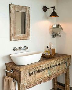 This boho bathroom is understated in terms of color but so very boho with its vintage, arty feel. Boho Bathroom, Diy Bathroom Decor, Bathroom Colors, Bathroom Interior Design, Decor Interior Design, Modern Bathroom, Small Bathroom, Bathroom Sinks, Bathroom Ideas