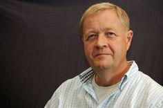 Bjarne Stigsby er gynækolog. Han har gennem 11 år arbejdet i det offentlige sygehusvæsen i Gentofte, Glostrup, Herlev og Roskilde. Og han har i 4 år været nordisk medicinsk rådgiver og klinisk projektleder for et internationalt medicinalfirma. Siden 2002 har han haft sin egen klinik i Taastrup. Han er forfatter eller medforfatter til mere end 20 videnskabelige artikler i internationale tidsskrifter.