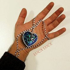 Makeup artist Luca Luce creates mind-bending optical illusions on the palm of his hand. #art #illusion #3D