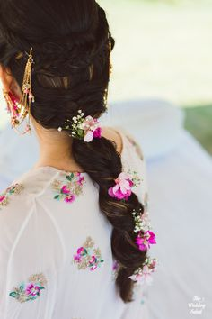 Gorgeous New Floral Braids That Are Perfect For The Mehendi Indian Wedding Planning, Wedding Planning Websites, Indian Bridal Hairstyles, Braided Hairstyles, Mehndi Hairstyles, Wedding Hairstyles, Bridal Makeup Looks, Wedding Makeup, Bff