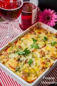Przepisy Aleksandry: PROSTA ZAPIEKANKA ZIEMNIACZANA Healthy Dishes, Healthy Dinner Recipes, Vegan Recipes, Cooking Recipes, Easter Dishes, Good Food, Yummy Food, Polish Recipes, Casserole Recipes