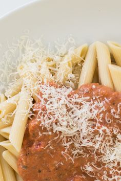 Light Marinara à la Vodka: Partly skimmed milk is a great substitute for heavy cream. Vodka, Epicure Recipes, Skimmed Milk, Penne Pasta, Yummy Eats, Coconut Flakes, Sauces, Recipies, Lifestyle
