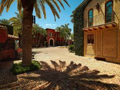 Courtyard of 5 Star Island, Miami Beach