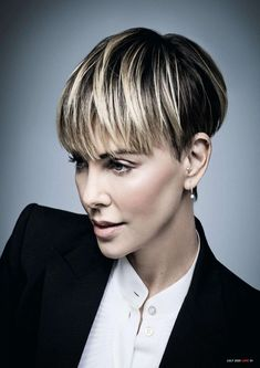 Charlize Theron Short Hair, Charlize Theron Oscars, Really Short Hair, Super Short Hair, Great Hairstyles, Celebrity Hairstyles, Short Hair Cuts For Women, Short Hair Styles, Bowl Haircut Women
