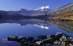 Discover the romance of Snowdonia National Park - Discover Britain Wales Uk, North Wales, Places To Travel, Places To Visit, Family Holiday Destinations, Snowdonia National Park, Visit Wales, Walking Holiday, Uk Holidays