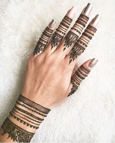 Stylish and fashionable henna mehndi designs and tattoos are in vogue. Check the trending henna designs for hands, wrist, leg and as temporary tattoos too. Henna Tattoo Hand, Henna Tattoo Designs, Henna Tattoo Muster, Finger Henna Designs, Simple Henna Tattoo, Henna Ink, Mehndi Designs For Fingers, Henna Designs Easy, Mehndi Art Designs