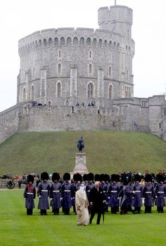 Prince Philip and the  Amir Sheikh Sabah Al-Ahmad Al-Jaber Al-Sabah of Kuwait inspect troops in the shadow of the Round Tower at Windsor Castle 27 Nov 2012  (Source: WPA Pool/Getty Images Europe)