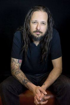 Jonathan Davis (January 18, 1971) American singer, known from the band Korn.