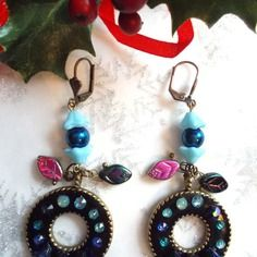 Boucles d'oreille camaeui de bleu sur fond noir