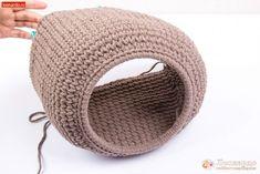 Crochet Motifs, Knit Crochet, Crochet Patterns, Cat Cave, Dog Crafts, White Kittens, Pet Furniture, Sleepy Cat, Pet Beds