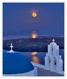 Full moon of August in Santorini