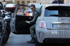 Lapo Elkann gets out of his 'Houndstooth' Fiat 500 Arbath in Milan Fiat Cinquecento, Fiat 500c, Lapo Elkann, Fiat 500 Lounge, Italian Colors, 500 Cars, Fiat Cars, Preppy Men, Pictures Of The Week