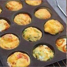 Farandole of mini quiches for aperitif - Brunch Mini Quiches, Mini Frittata, Mini Quiche Sans Pate, Tapas, Quiche Muffins, Curry Ingredients, Mini Tortillas, Happy Hour, Food And Drink