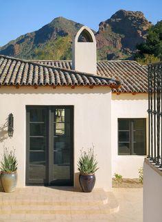 New house colors exterior bungalow spanish style Ideas Design Exterior, Stucco Exterior, Exterior House Colors, Exterior Paint, Spanish Style Homes, Spanish House, Spanish Tile Roof, Spanish Courtyard, Style Hacienda