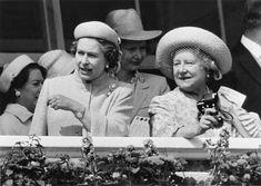 Royal Derby Queen Elizabeth Wedding, Queen Elizabeth Ii, Chester Cathedral, Queen Mother, Wedding News, Herzog, British Monarchy, Princesa Diana, History Photos