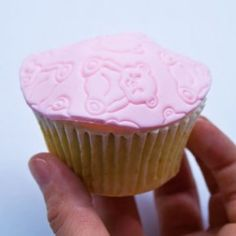 "how you can turn a ""flat"" cupcake into a pretty domed cupcake perfect for a fondant disc"