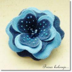 Felt flower brooch  by Brises color, via Flickr