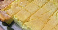 Zutaten: 500 g feine Quark 450 g Sauerrahm 100 g Butter (Raumtemperatur) 8 Eier 7 EL glattes Mehl 7 EL … Continued (Butter Brownies Cake) Sweet Recipes, Cake Recipes, Dessert Recipes, Pudding Desserts, Cottage Cheese Desserts, Cheese Pies, Butter Cheese, Czech Recipes, Ethnic Recipes
