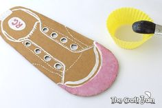 Tutorial on how to create a DIY shoe lacing cards for kids