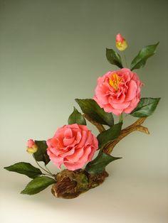 This looks like a Boehm porcelain! Sugar Flowers, Diy Flowers, Beaded Flowers, Flower Vases, Paper Flowers, Ikebana Flower Arrangement, Flower Arrangements Simple, Fleur Design, Nylon Flowers