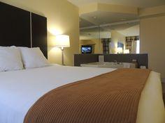 Whirlpool Room - Quality Hotel Hamilton 905-578-1212 - Hotel, Travel, Tourism, HamOnt, Hamilton, Ontario, Accommodations, Stoney Creek Quality Hotel, Hamilton Ontario, Travel Tourism, Guest Room, Flat Screen, Cozy, Rooms, Bed, Furniture