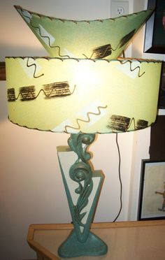 Aqua is one of my favorite colors and boy, was it fashionable for lamps back in the day. This one is fabulous!
