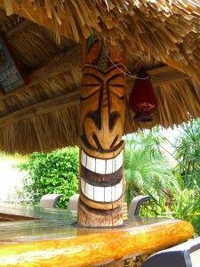 Bilderesultat for tiki bar decoration ideas Tropical Backyard, Backyard Bar, Arte Bar, Diy Deco Rangement, Tiki Man, Tiki Tiki, Outdoor Tiki Bar, Tiki Faces, Tiki Statues