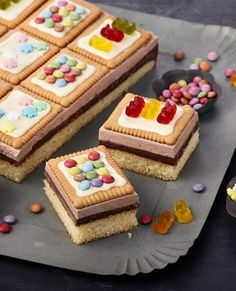 Sweet cakes for children& birthday Dr. Oetker - Sweet cakes for children& birthday Dr. Dessert Simple, Baby Food Recipes, Cake Recipes, Dessert Recipes, Food Cakes, Easy Casserole Recipes, New Cake, Homemade Baby Foods, Food Now