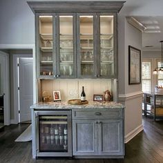 Oak is making a comeback. See how this kitchen remodel incorporated cerused oak into the design. Learn about cerusing technique is and quarter sawn oak.