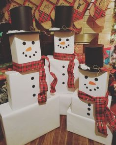 Simple and Easy Christmas Wrapping Ideas on a Budget Snowman wrapping for kids Christmas gifts Christmas Present Wrap, Christmas Gifts 2016, Office Christmas, Homemade Christmas Gifts, Christmas Gift Wrapping, Christmas Gifts For Kids, Christmas Traditions, Xmas Gifts, Christmas Crafts