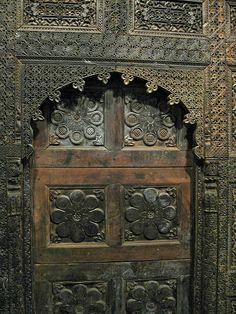 Details of Palace Facade, Pakistan, Swat Valley, Saidu Mughal Period. Portal, Antique Doors, Vintage Doors, Wood Carving Designs, Concrete Houses, Cool Doors, Traditional Doors, Door Accessories, Home Design Plans