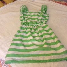 Lilly Pulitzer Summer Dress- S Lilly Pulitzer Green and White Dress with Ruffle Sleeve- Size Small Lilly Pulitzer Dresses