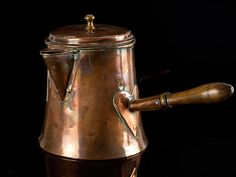 A very handsome, rare early Georgian large copper coffee pot/kettle in very good condition. The pot has a traditional outward jutting wooden handle with a heart shaped flange. The spout is the short style rather than the more often seen long spout. Copper Pots, Copper Kitchen, Copper And Brass, Antique Copper, Copper Utensils, Clay Teapots, Le Chef, Chocolate Pots, Tea Pots