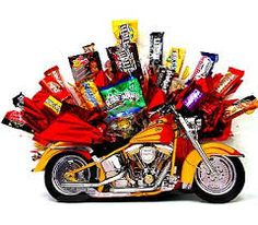 Learn how to make candy bouquets – Candy Bouquet Designs books. Start Candy Bouquet and Gift Basket Business or Do it for a hobby! Candy Gift Baskets, Raffle Baskets, Candy Gifts, Candy Arrangements, Valentine Bouquet, Birthday Basket, Motorcycle Gifts, Sweet Trees, Easter Gifts For Kids