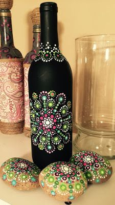 how to fabric decoupage wine bottle Painted Glass Bottles, Glass Bottle Crafts, Wine Bottle Art, Diy Bottle, Decorated Bottles, Decorative Glass Bottles, Beer Bottle, Bottle Painting, Dot Painting