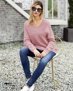 Dimineața sigur vrei un pulover călduros şi trendy! Lace Sleeves, Pink Sweater, Cable Knit Sweaters, Long Sleeve Sweater, Knitwear, V Neck, Knitting, Clothes, Relax Relax