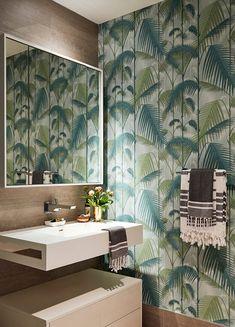 Palm print wallpaper in bathroom: A colourful Hell's Kitchen penthouse - Modern Modern Coastal, Coastal Decor, Coastal Industrial, Coastal Bedding, Coastal Farmhouse, Coastal Cottage, Farmhouse Style, Coastal Entryway, Coastal Rugs
