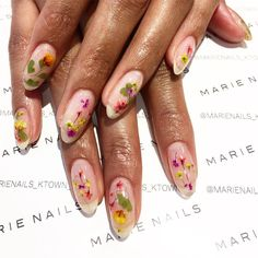 11 pressed flower manicures that willl become your spring obsession.