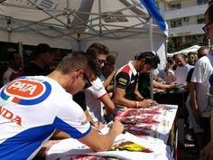 Firma de autógrafos de pilotos de Superbike en Jerez con motivo de la carrera en el Circuito de Jerez. @cadizprovincia #JerezesMotor #ViveJerez
