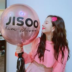 Read from the story Fotos y memes de BLANČKPINK :'D/ by Hilary_Ronnie (Hilary_jiminie :v/) with 73 reads. Blackpink Jisoo, Kpop Girl Groups, Kpop Girls, Black Pink ジス, Blackpink Members, Blackpink Photos, Instagram Fashion, Instagram Posts, Ji Soo