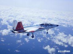 国産ステルス実証機「X-2」 初飛行に成功!