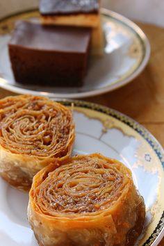 Bosnian Recipes, Bulgarian Recipes, Sicilian Recipes, Croatian Recipes, Bosanska Baklava, Baklava Dessert, Baklava Cheesecake, Kitchen Recipes, Baking Recipes