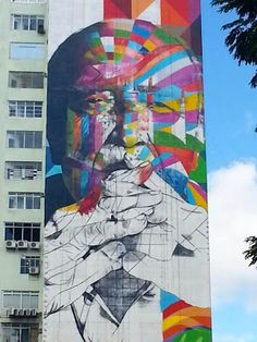 Grafite gigante homenageia Oscar Niemeyer no 459º aniversário da Cidade de São Paulo  Praça Osvaldo Cruz, no extremo da Avenida Paulista, São Paulo, Brasil  Artista: Eduardo Kobra  foto: http://flic.kr/p/dMKSgZ