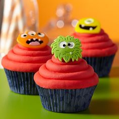These funny-faced fellows aren't scary! Devilishly delicious, you can make these monster fondant toppers for birthday cupcakes like a pro using the Wilton Robots and Monsters Fondant and Gum Paste Mold and Decorator Preferred Fondant.