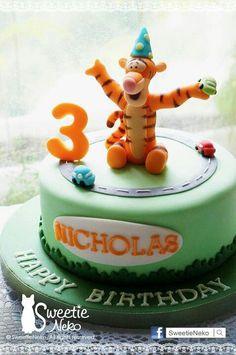 Style n car Tigger Winnie The Pooh, Winnie The Pooh Friends, Themed Birthday Cakes, 1st Birthday Parties, Neko, Tiger Cake, Disney Figurines, Novelty Cakes, Cute Cakes