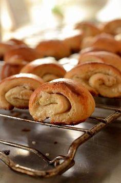 vaniljegifler Sweet Bread, Danish, Sausage, Meat, Horn, Table, Recipe, Danish Pastries, Horns